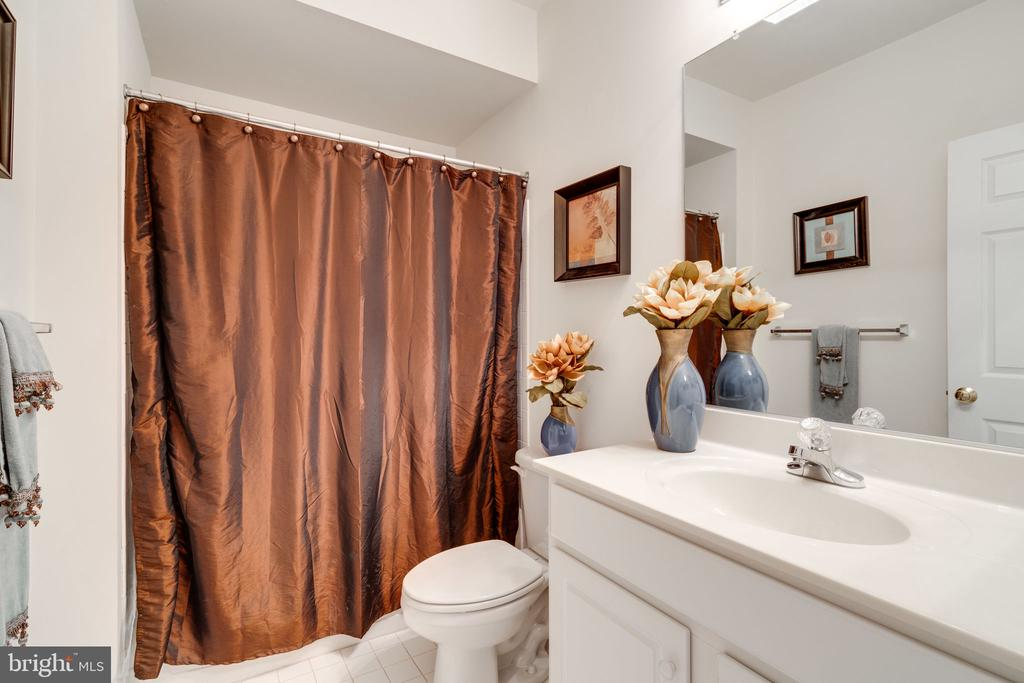Lower level full bath - 15672 ALTOMARE TRACE WAY, WOODBRIDGE