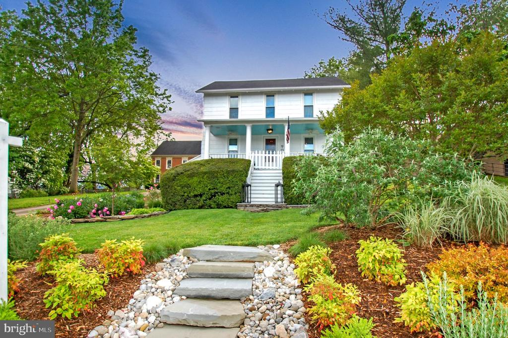 Stunning 1912 Farmhouse with complete renovation - 900 N FREDERICK ST, ARLINGTON