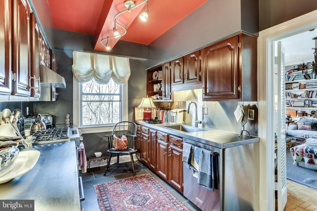 New kitchen in 2019 retro cool track lighting - 4000 CATHEDRAL AVE NW #43-B, WASHINGTON