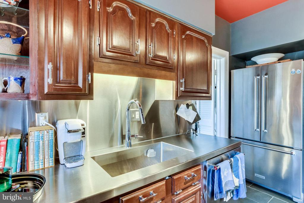New kit 2019 stainless back-splash and deep sink - 4000 CATHEDRAL AVE NW #43-B, WASHINGTON