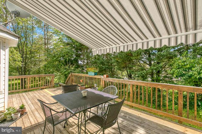 Retractable awning - 14038 BROADVIEW LN, CULPEPER