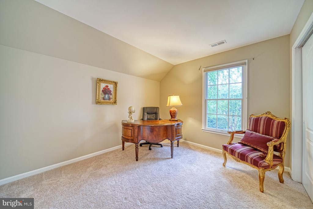 Bedroom #4 is ensuite with private bath - 1321 GATESMEADOW WAY, RESTON