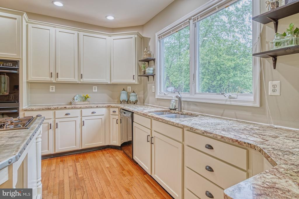 Bright, Cheerful Kitchen - 1321 GATESMEADOW WAY, RESTON