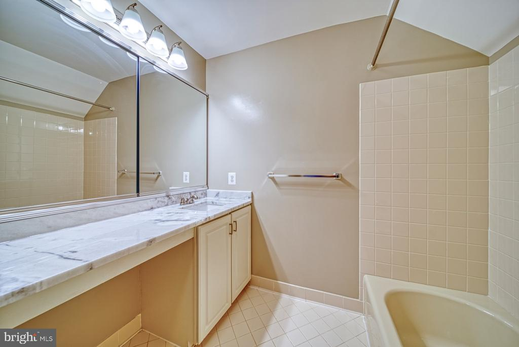 Private Bathroom for bedroom #4 - 1321 GATESMEADOW WAY, RESTON