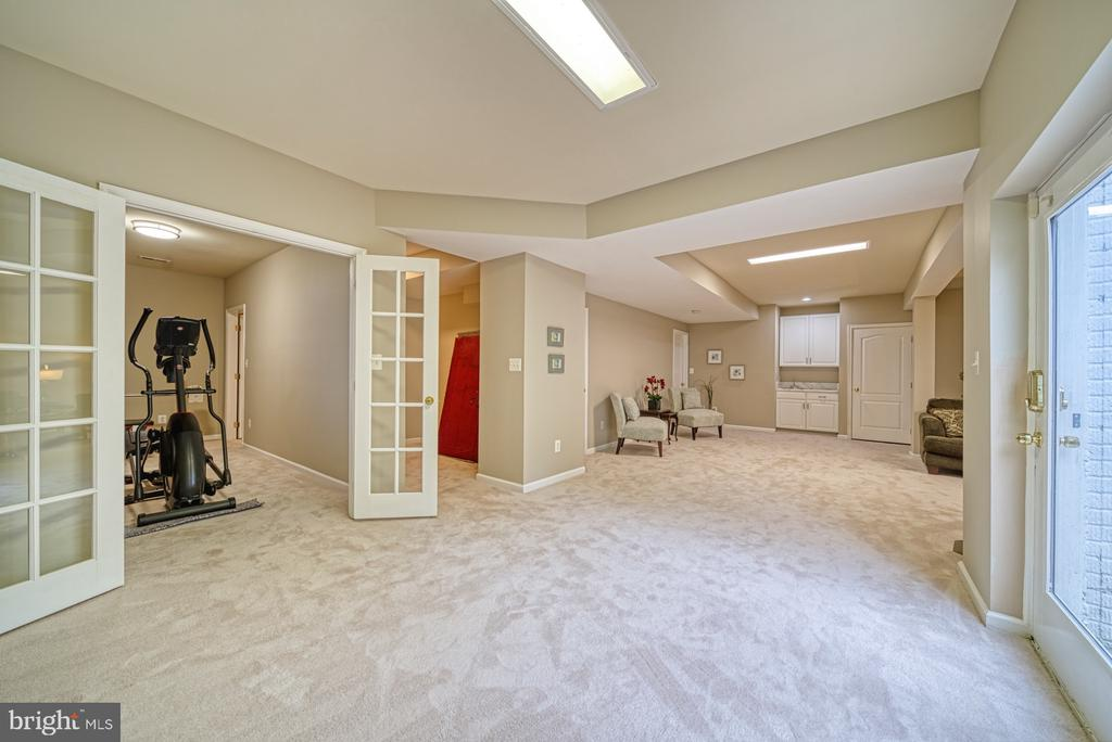 Spacious Rec Room - 1321 GATESMEADOW WAY, RESTON