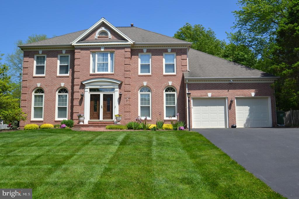 Exquisite - 4811 WALNEY KNOLL CT, CHANTILLY