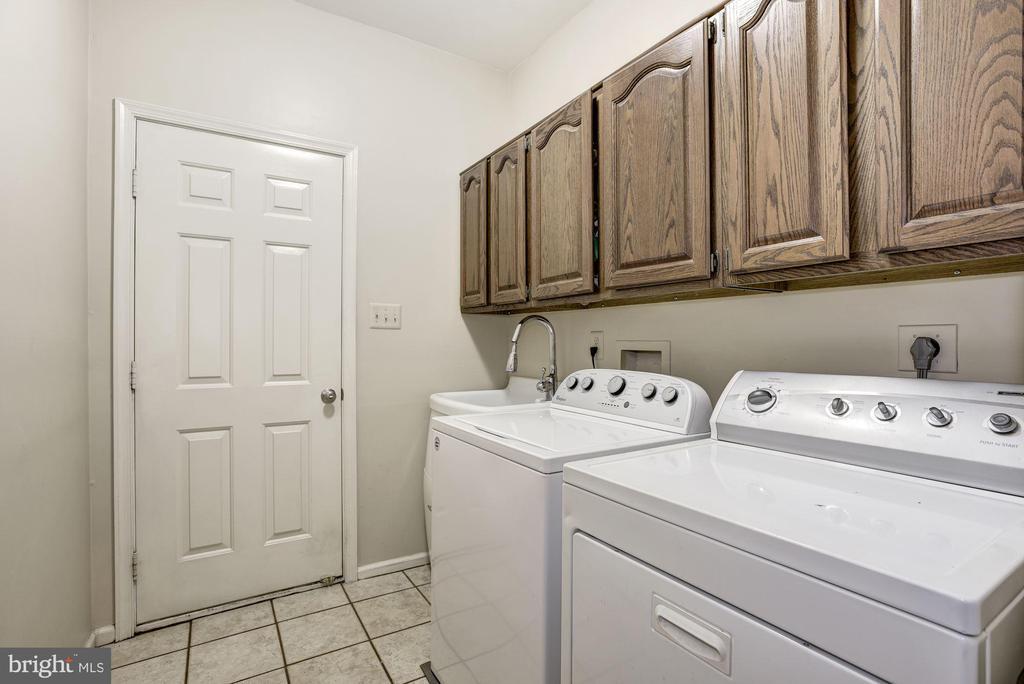 Main Level Laundry Room - 4811 WALNEY KNOLL CT, CHANTILLY