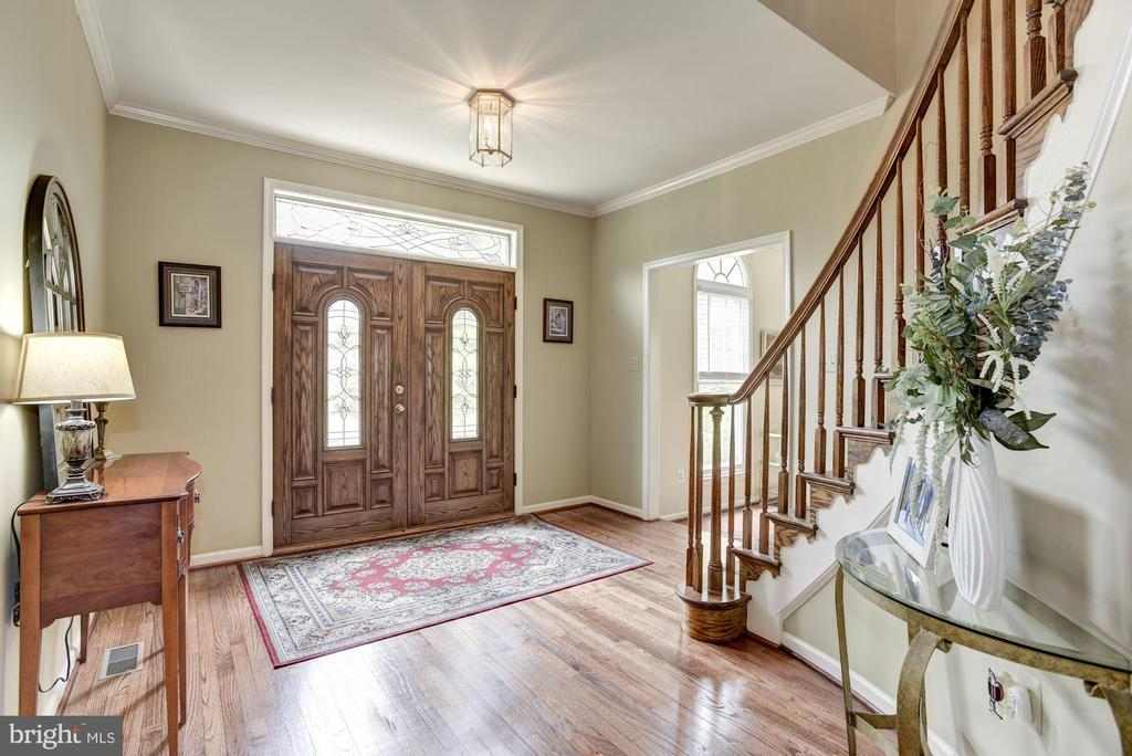Welcoming Entry - 4811 WALNEY KNOLL CT, CHANTILLY
