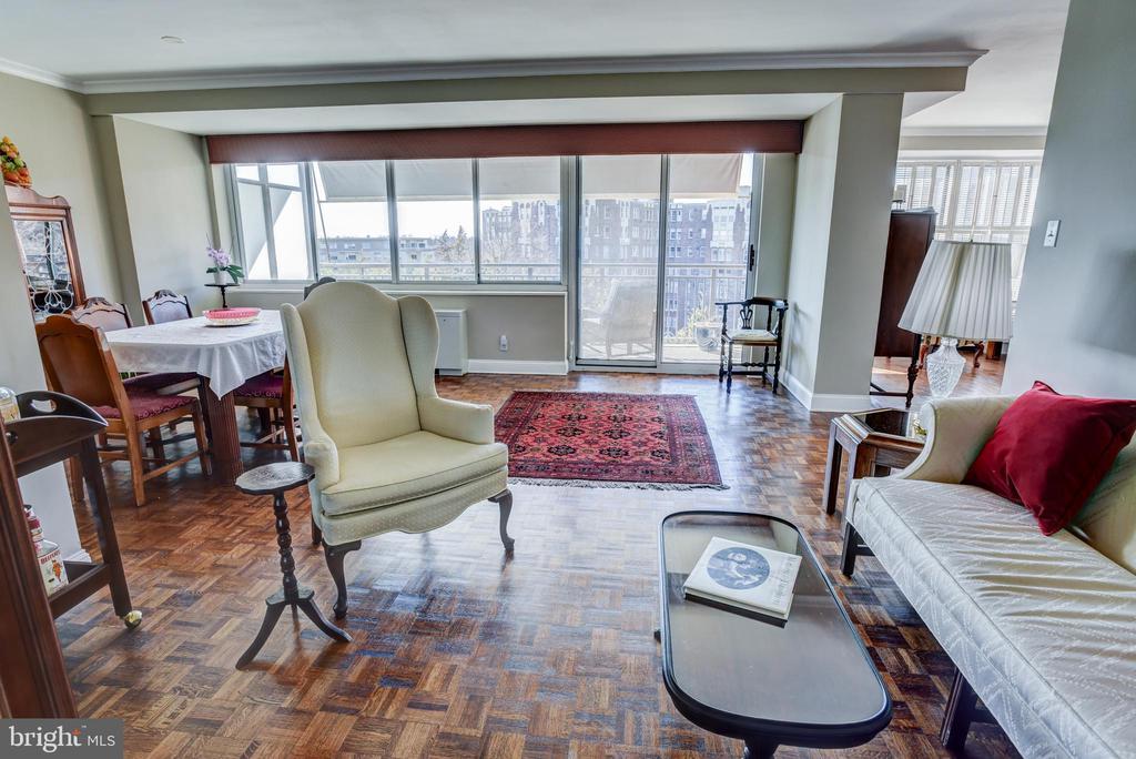 Living room with wood floors - 3900 NW WATSON PL NW #A-7C, WASHINGTON