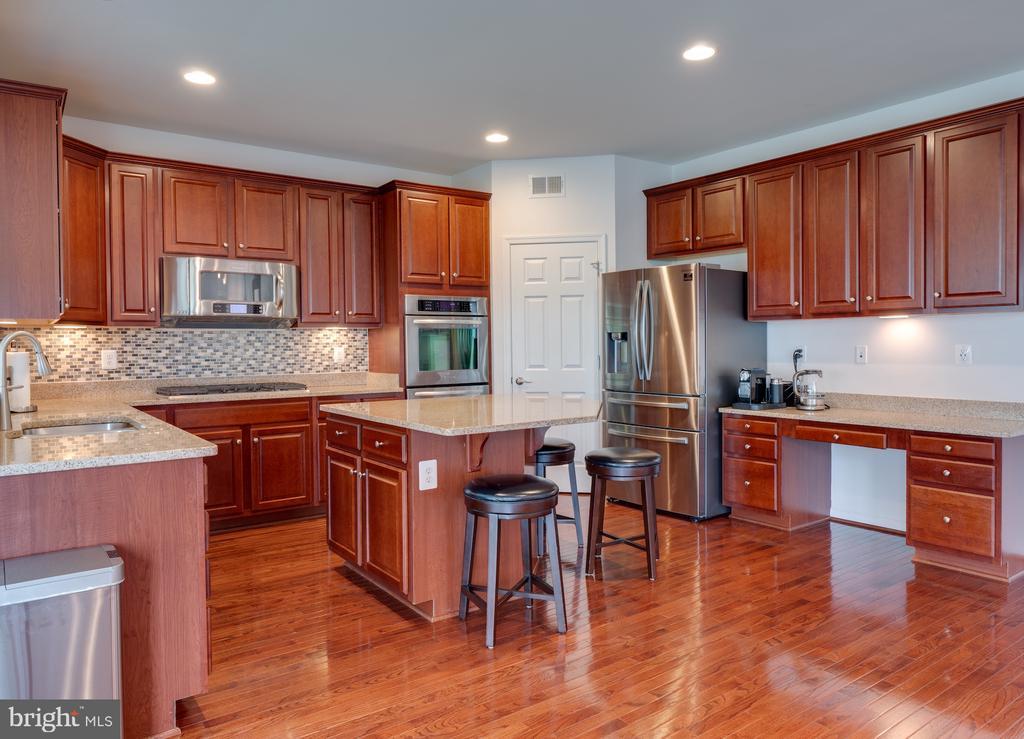 Dream kitchen - 42610 CALLALILY WAY, BRAMBLETON