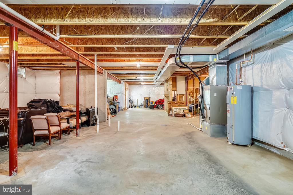Expansive full basement with - 5262 MAITLAND TER, FREDERICK