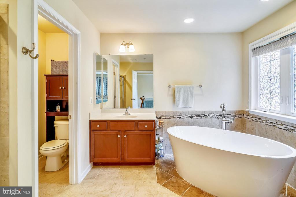 Heated backrests and heated air jets - 5262 MAITLAND TER, FREDERICK