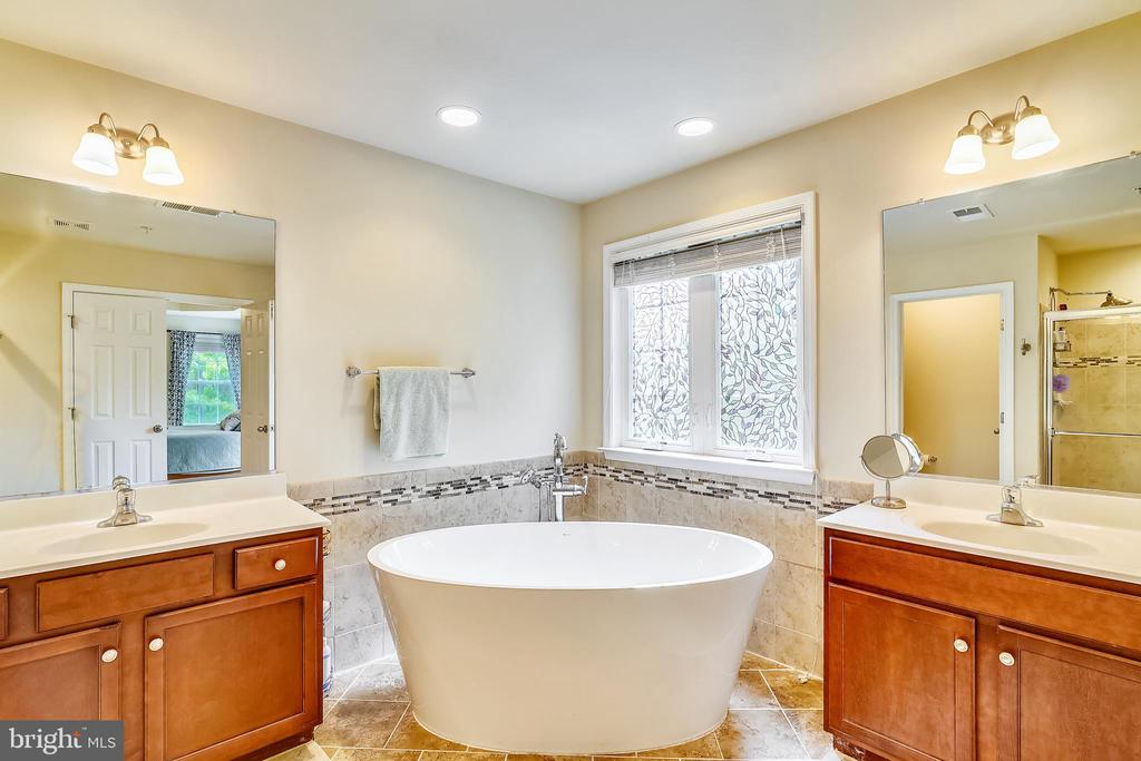 Indulge yourself with hydro jet therapy. - 5262 MAITLAND TER, FREDERICK