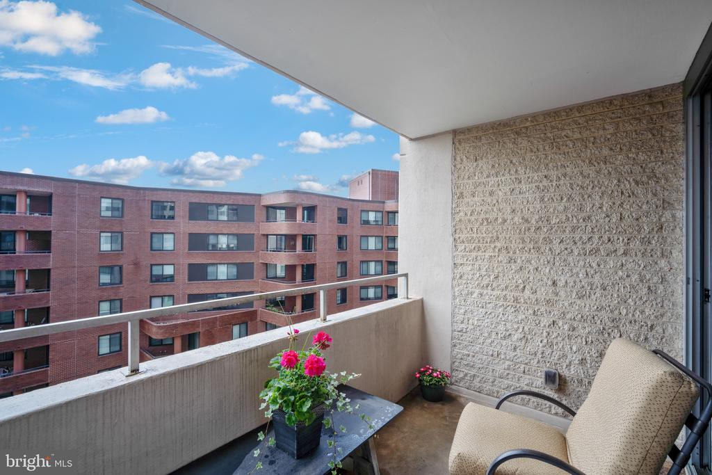 Look at the clear blue sky from your balcony - 5500 FRIENDSHIP BLVD #1616N, CHEVY CHASE