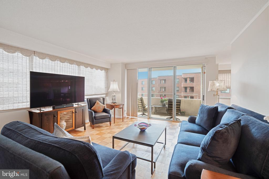 Living room opens to balcony - 5500 FRIENDSHIP BLVD #1616N, CHEVY CHASE