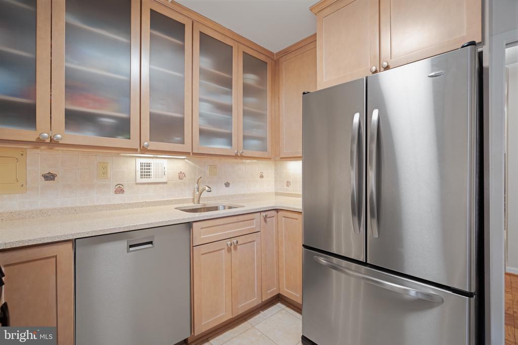 Kitchen looks like new - 5500 FRIENDSHIP BLVD #1616N, CHEVY CHASE