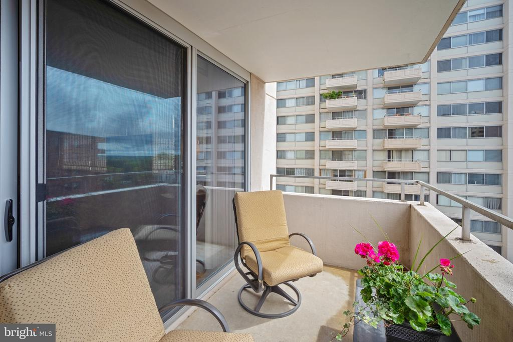 Plenty of seating on your perch in the sky - 5500 FRIENDSHIP BLVD #1616N, CHEVY CHASE