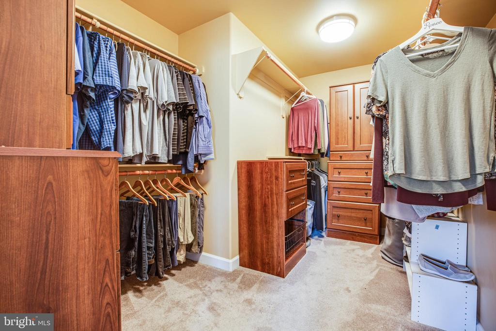 Large walk-in closet with built-in cabinets - 3 MOUNT ARARAT LN, STAFFORD