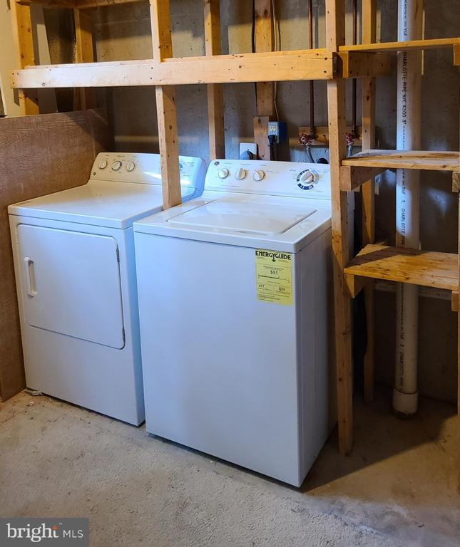 Laundry with storage on lower level - 43955 CHOPTANK TER, ASHBURN
