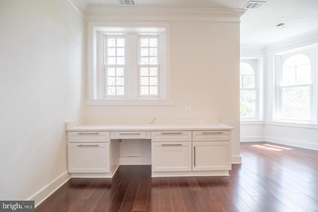 Penthouse Unit Desk - 1640 19TH ST NW, WASHINGTON