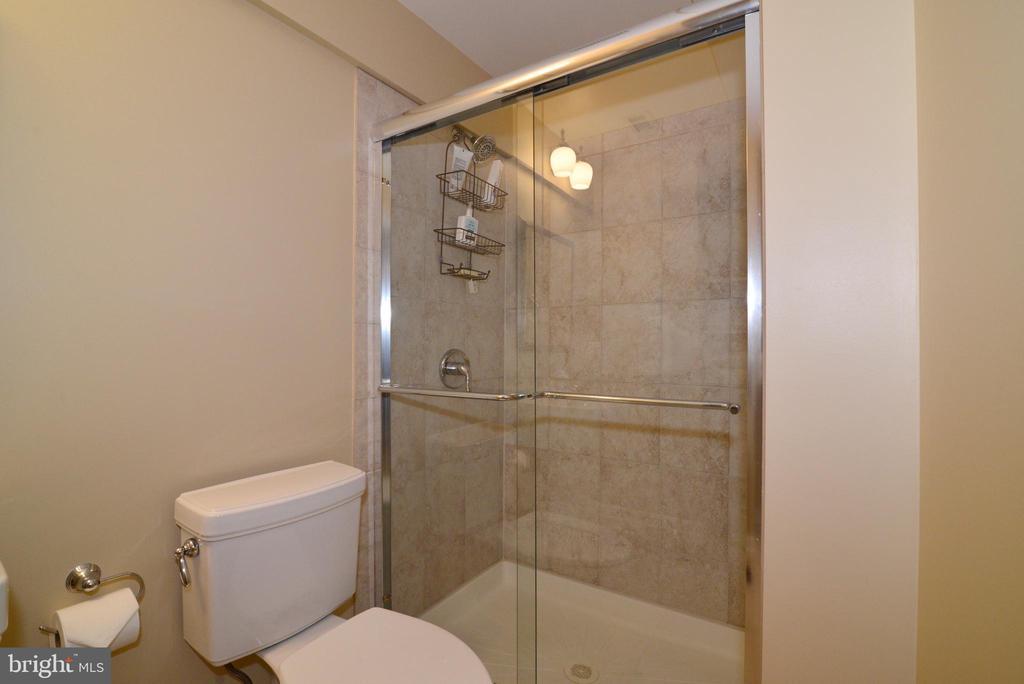 Lower level bath - 20407 ROSEMALLOW CT, POTOMAC FALLS