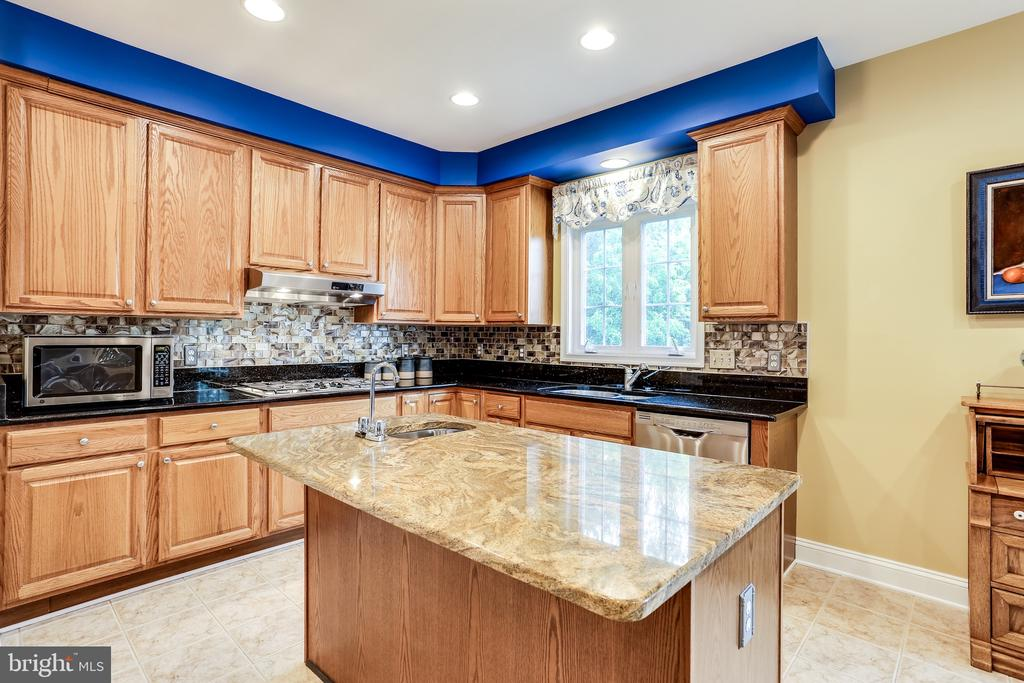 Kitchen - 2112 CHAUCER WAY, WOODSTOCK