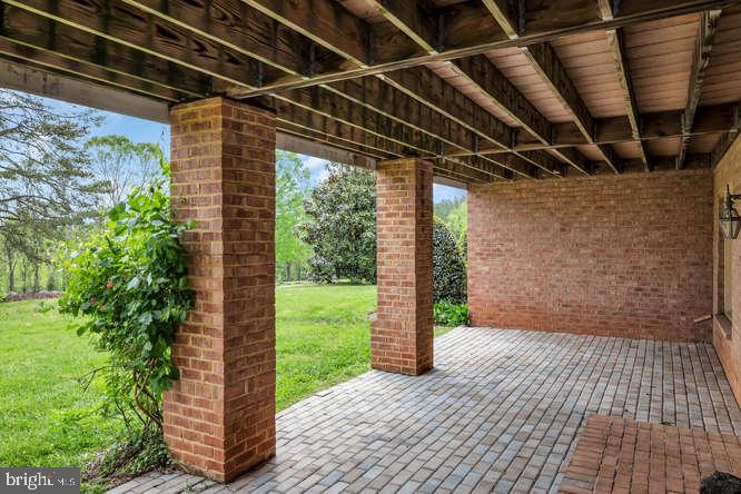 Covered lower level walkout - 23158 CANNON RIDGE LN, MIDDLEBURG
