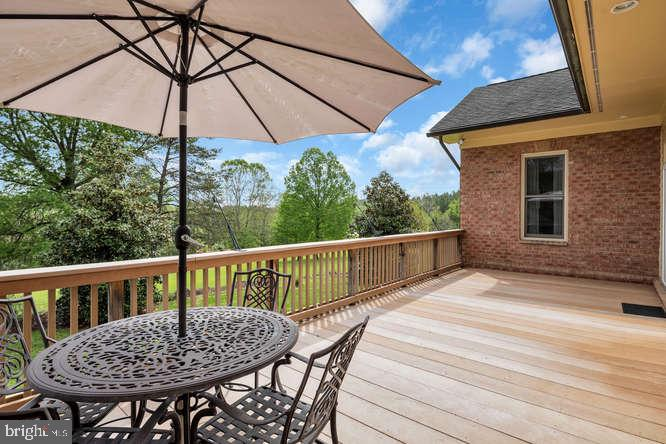 Entertainers will love the elevated back deck - 23158 CANNON RIDGE LN, MIDDLEBURG