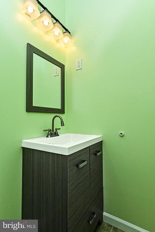main level half bath - 6100 PINTO PL, SPRINGFIELD