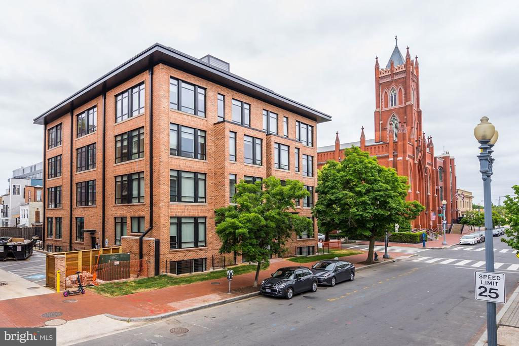 Chic and truly boutique building of 28 residences - 801 N NW #T-04, WASHINGTON