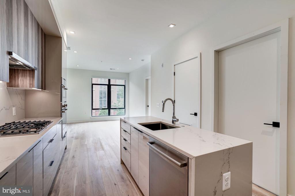 Open and smart floor plan - 801 N NW #202, WASHINGTON