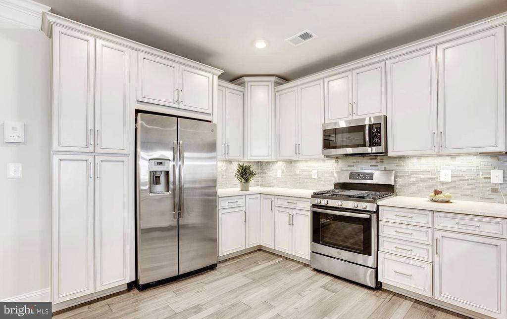 Stainless Steel Appliances - 21025 ROCKY KNOLL SQ #203, ASHBURN