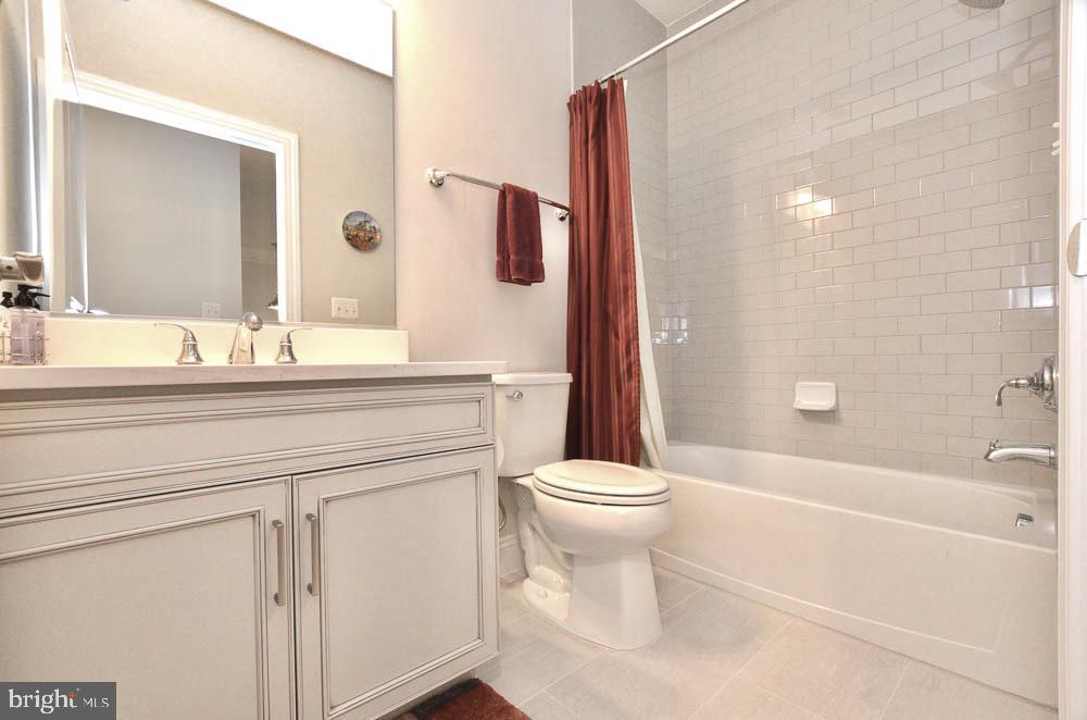 Full Bathroom #2 - 21025 ROCKY KNOLL SQ #203, ASHBURN