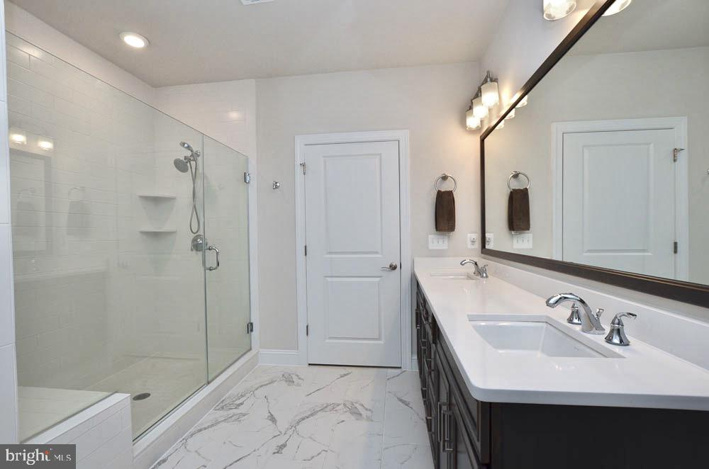 Over size Shower area - 21025 ROCKY KNOLL SQ #203, ASHBURN