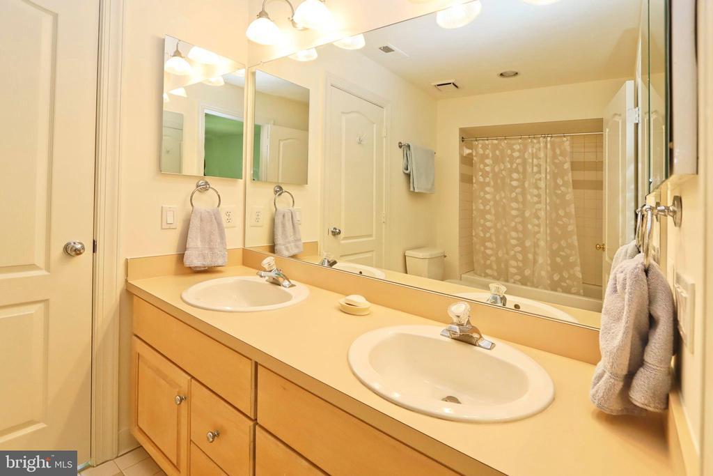 Jack n Jill bathroom between bedrooms 2 and 3 - 11331 BRIGHT POND LN, RESTON