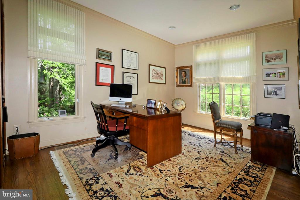 Great space for desk, printers and computers - 11331 BRIGHT POND LN, RESTON