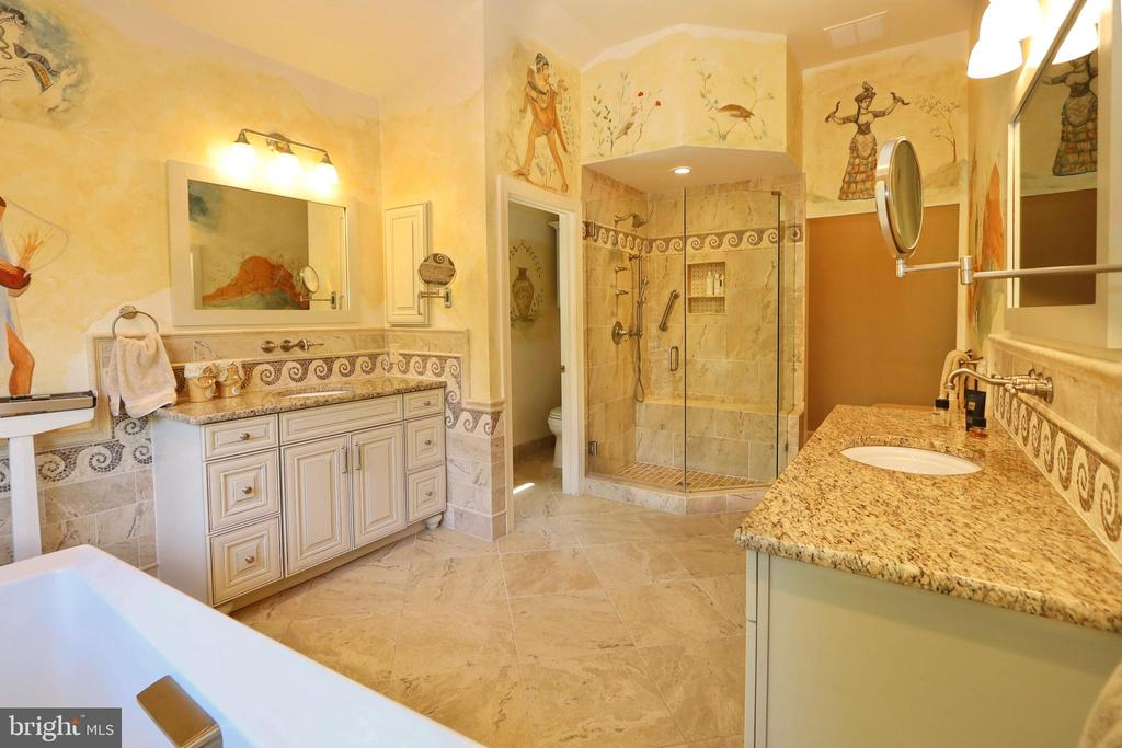 Dble vanities, custom shower and separate commode - 11331 BRIGHT POND LN, RESTON