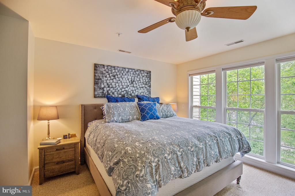 Master Bedroom with wooded view - 1123 AUGUST DR, ANNAPOLIS