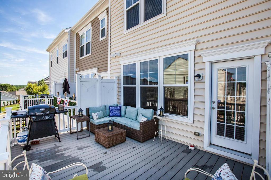 Extended Trex Deck - 215 APRICOT ST, STAFFORD
