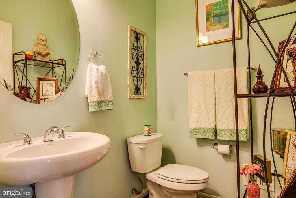 Main Level Half Bath - 215 APRICOT ST, STAFFORD