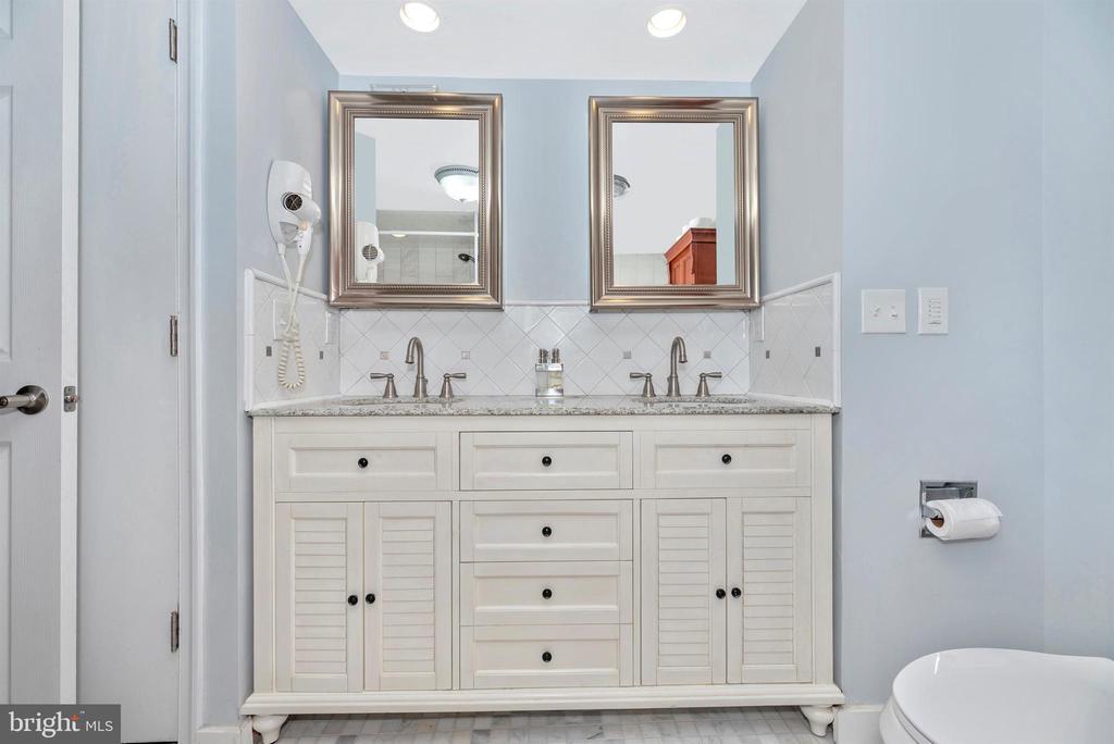 Master Bath LL Double Vanity - 3001 GILLIS FALLS RD, MOUNT AIRY