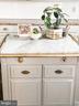 Charming kitchen island. - 37175 ADAMS GREEN LN, MIDDLEBURG