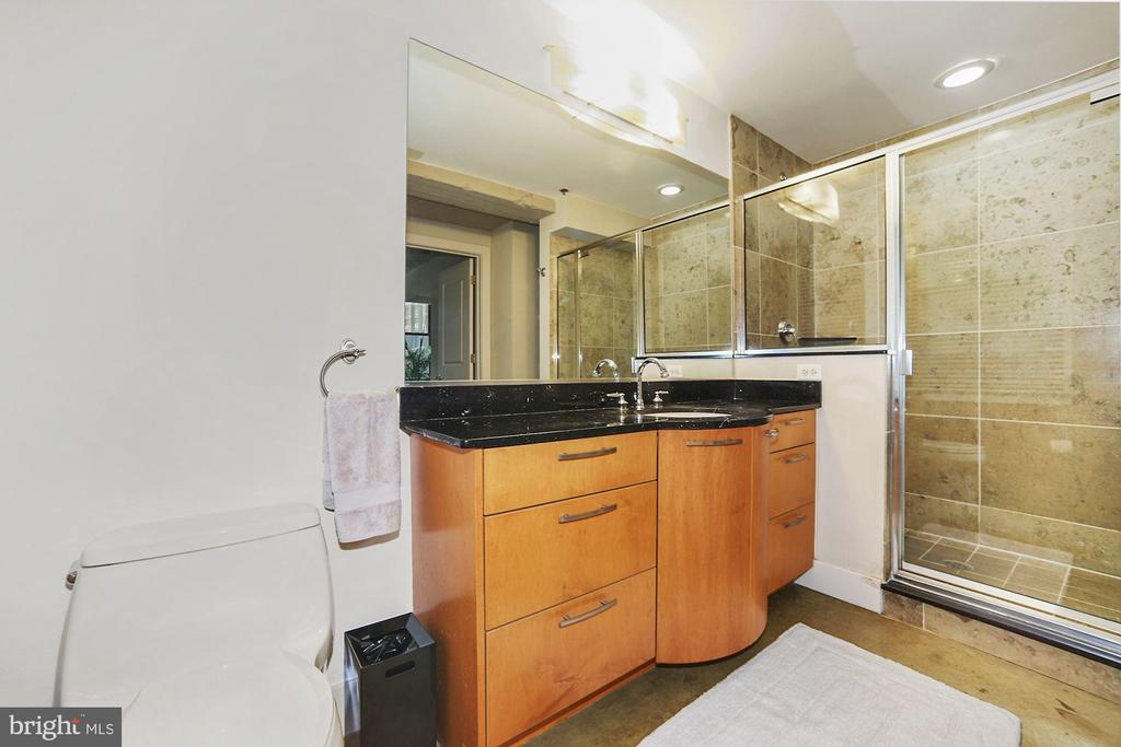 En-suite bath - 916 G ST NW #401, WASHINGTON