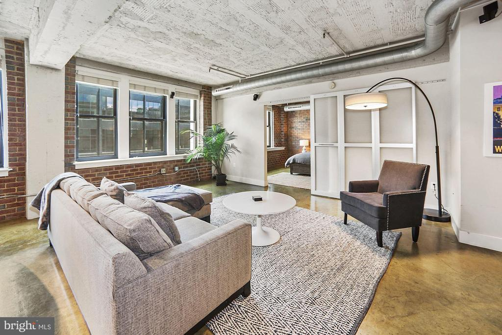 Large windows bring in lots of sunlight - 916 G ST NW #401, WASHINGTON