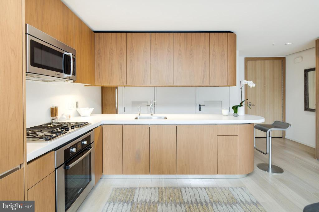 Kitchen with Gas Cooking - 920 I ST NW #1007, WASHINGTON