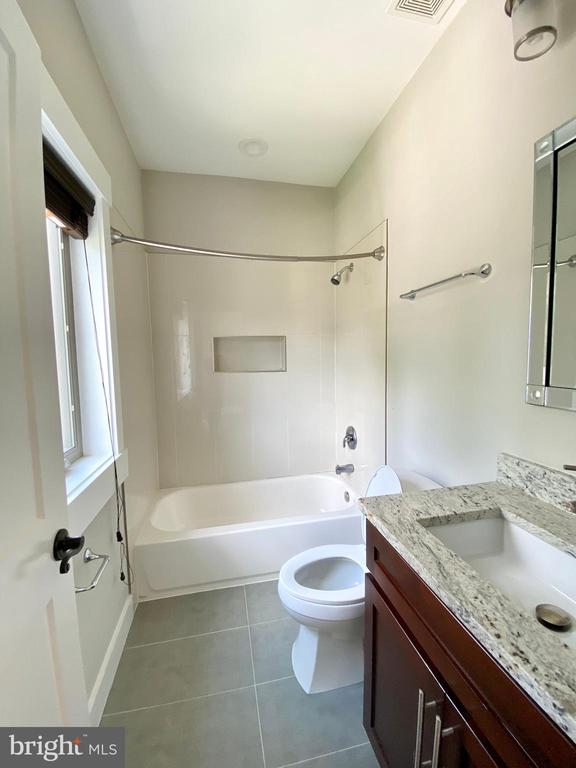 upper level bath room  4th - 7627 LISLE AVE, FALLS CHURCH