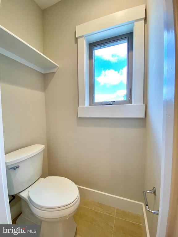 upper level shared bath toilet room - 7627 LISLE AVE, FALLS CHURCH