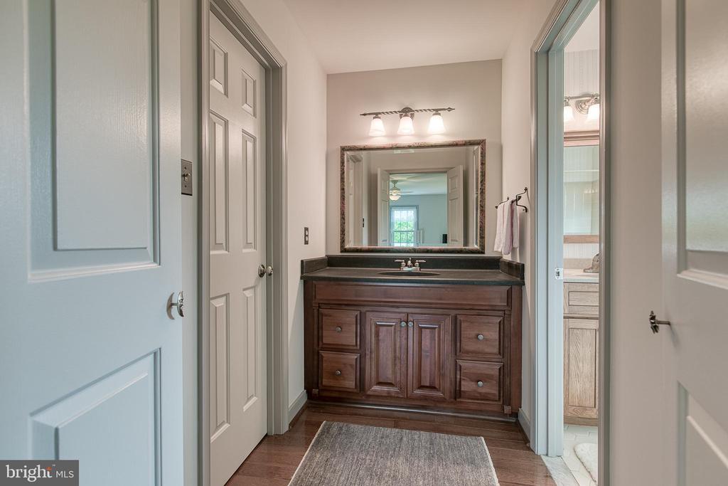 Separate vanity/dressing area - 14 STEEPLECHASE RD, FREDERICKSBURG