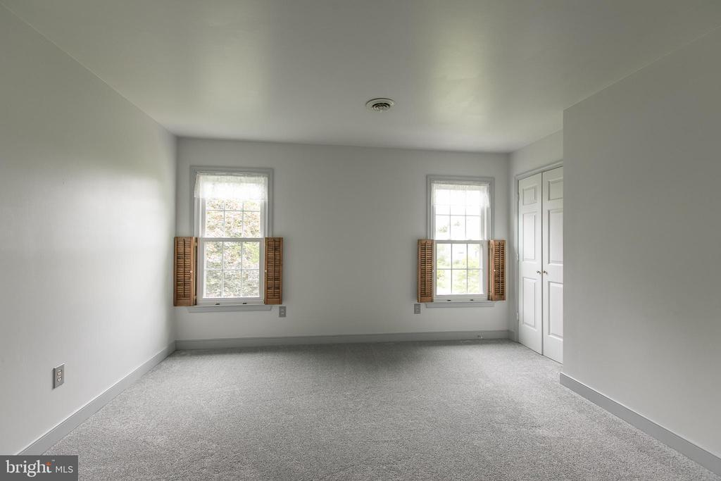 Large bedroom #4 - 14 STEEPLECHASE RD, FREDERICKSBURG