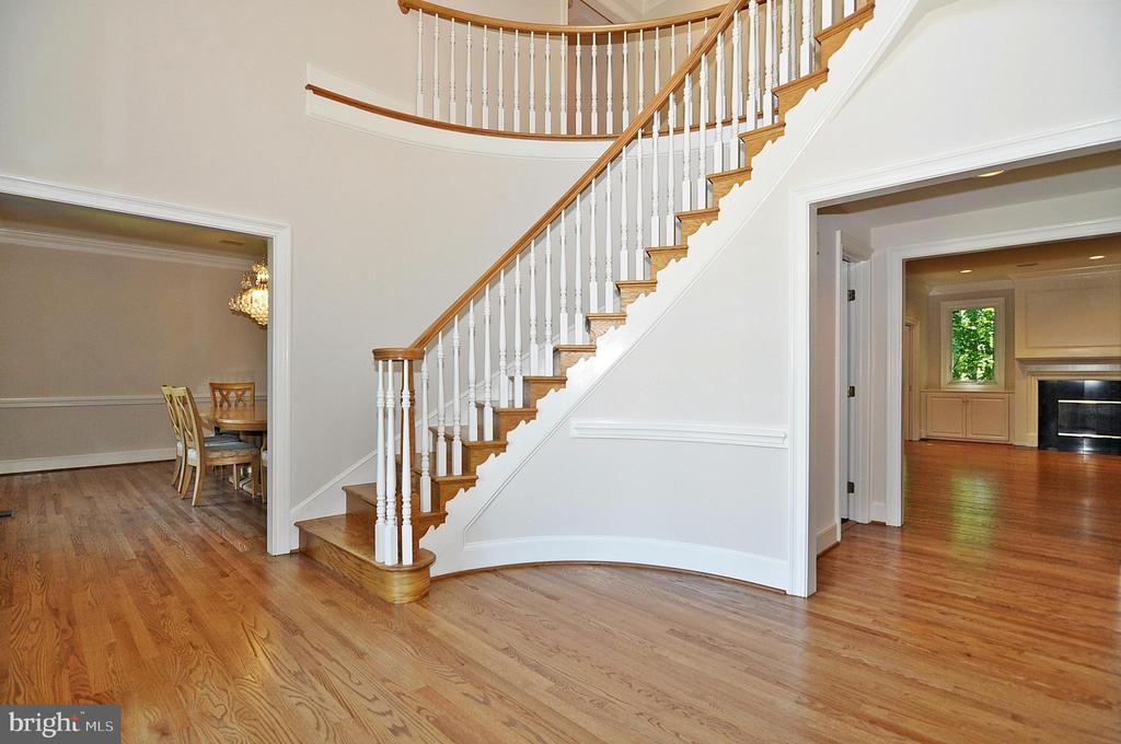 Formal entry foyer - 2993 WESTHURST LN, OAKTON